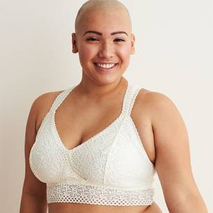 Body-Positivity: Model der Aeria Unterwäsche-Kampagne