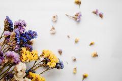 Blumen trocknen – Trockensträuße