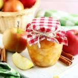 Äpfel einkochen: Eingekochte Äpfel im Glas