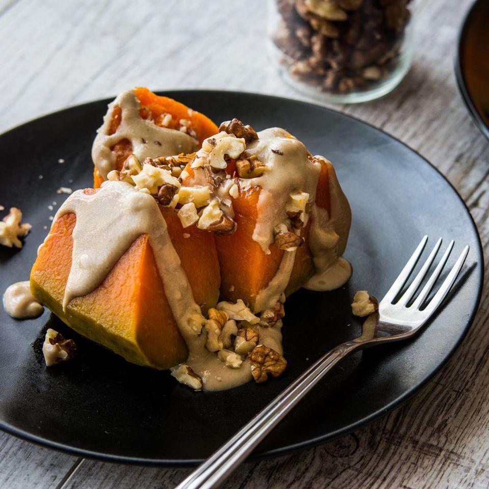 Kürbis-Dessert auf einem Teller