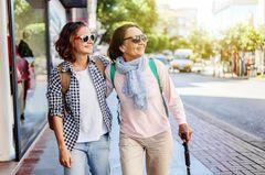 Reisebüro Mama: Warum erwachsene Kinder mit ihren Eltern verreisen