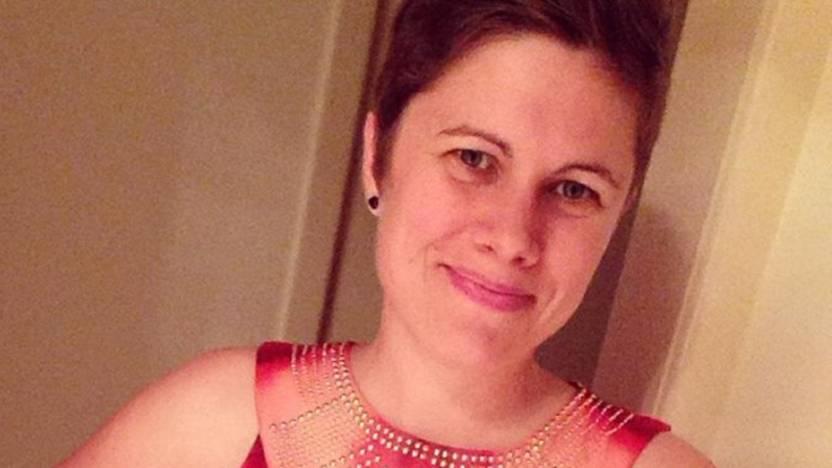 Frau kauft sich ein neues Kleid - und blamiert sich bis auf die Knochen