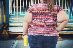Adopositas: Dicke Frau von hinten