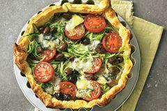 Gemüsetarte mit Tomaten und Oliven