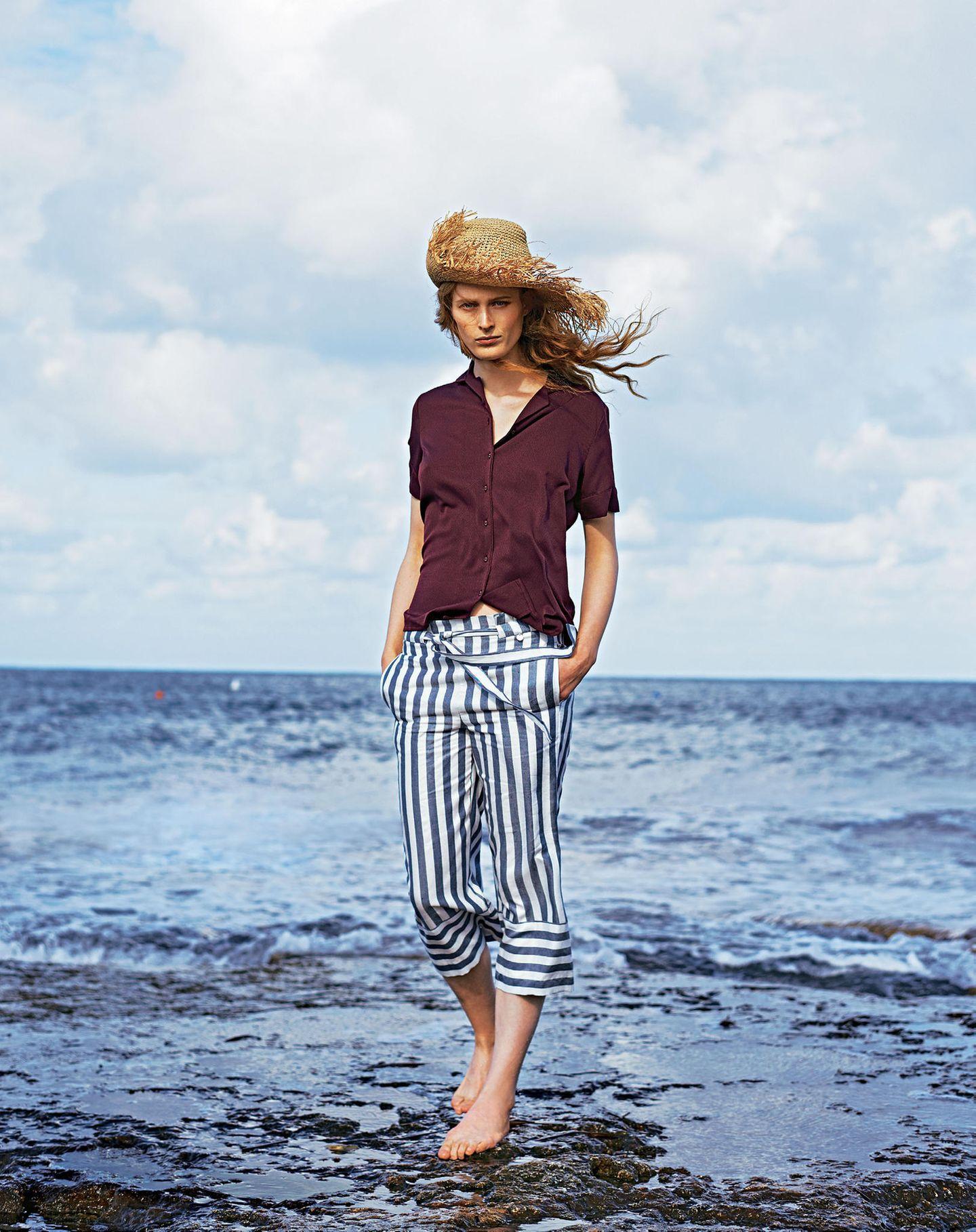 French Chic: Model Baumwollbluse und maritimer Culotte