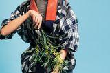 Mustermix im Asia-Look aus fester Baumwolle: P. Jean, ca. 380 Euro. Glitzerndes Ringelshirt: Bruno Manetti, ca. 170 Euro. Jeans: Replay, ca. 170 Euro