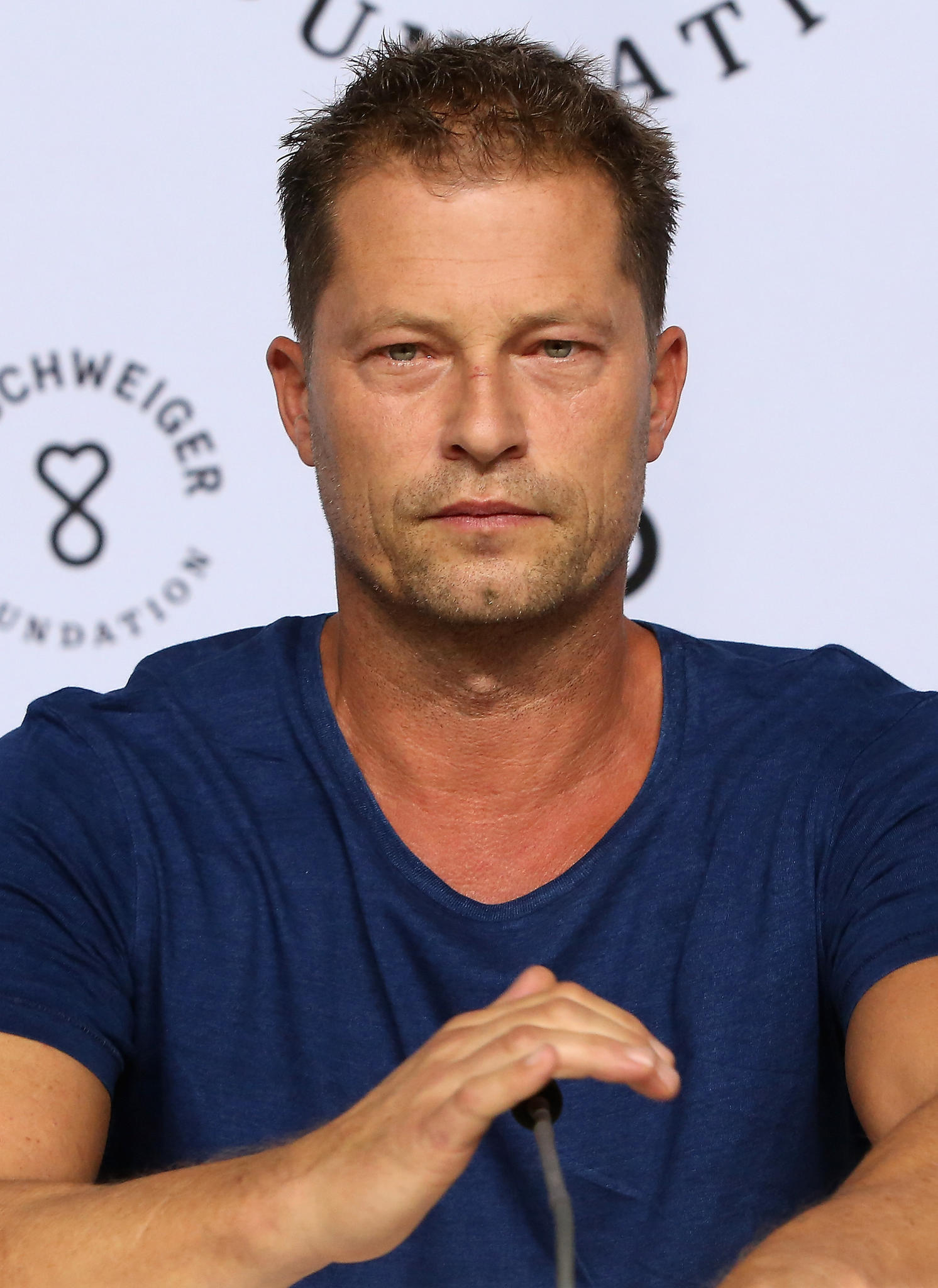 til schweiger mega shitstorm wegen kuss video. Black Bedroom Furniture Sets. Home Design Ideas