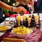 Traditionelles Weihnachtsessen: Gedeckter Tisch