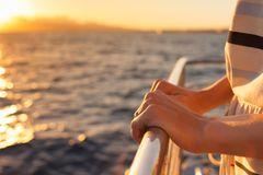 Frau stürzt von Kreuzfahrtschiff