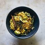 Curry mit roten Linsen im Kokos-Limetten-Sud