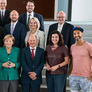 Ijad Madisch kommt in kurzen Hosen zum Besuch bei Angela Merkel: Digitalrat und Kanzlerin