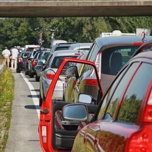Keks verschluckt: Stau auf einer Autobahn