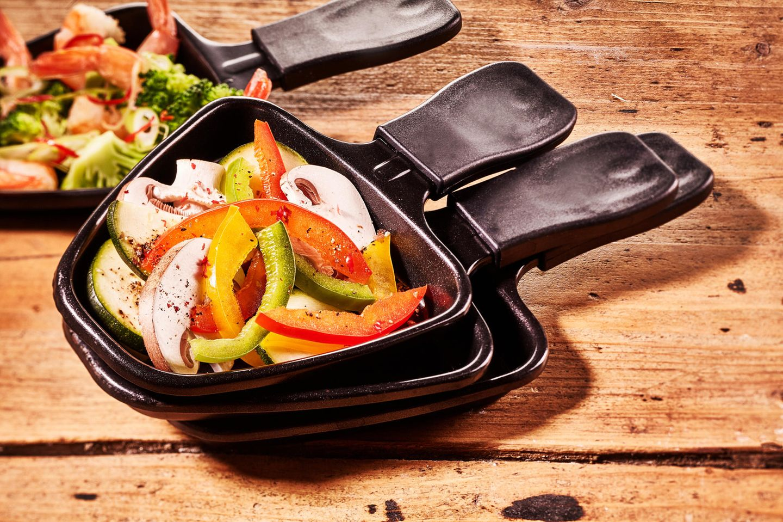 Raclette vegan: Gemüse in einem Raclette-Pfännchen