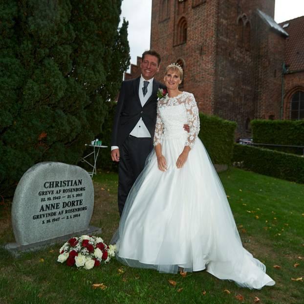 Camilla von Rosenborg: Die Großnichte von Königin Margrethe mit ihrem Bräutigam am Grab ihrer Eltern