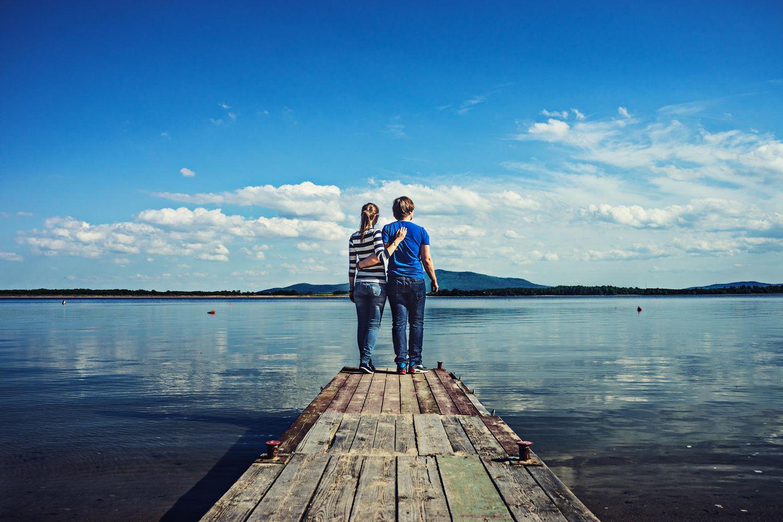 Liebes-Aus: Paar am See
