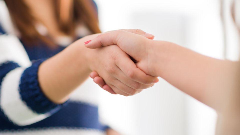 Hände schütteln: Kommt ein Verbot?
