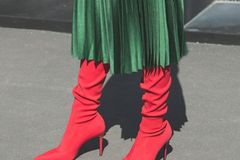 Streetstyle mit Sock Boots in Rot