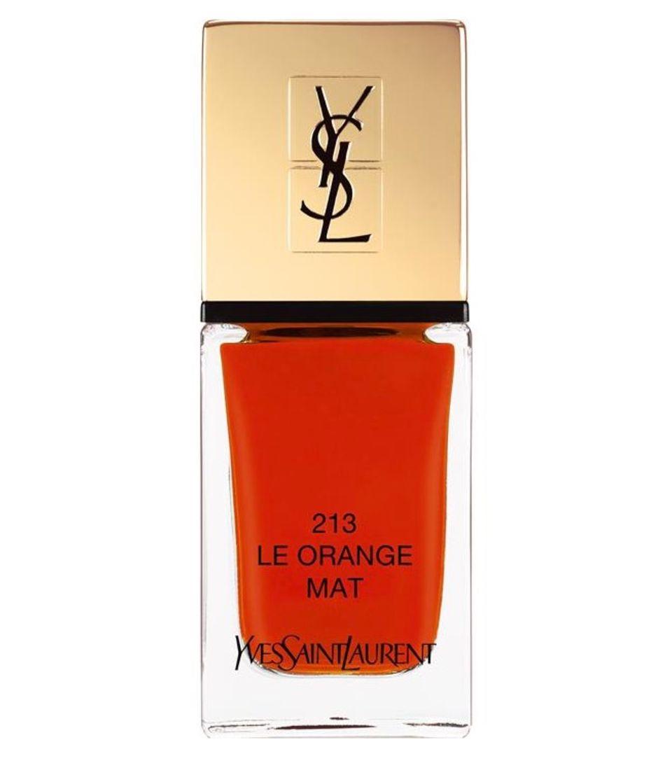 Der Lack ist matt: Nagellack von Yves Saint Laurent in Orange