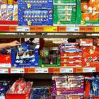 Weihnachtsgebäck in Supermarkt-Regalen