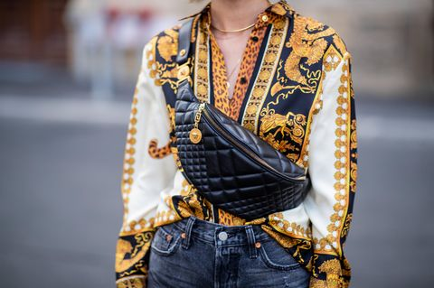 Streetstyle mit Bluse in Scarf Print