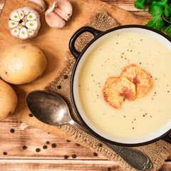 Kartoffelcremesuppe in einem Topf