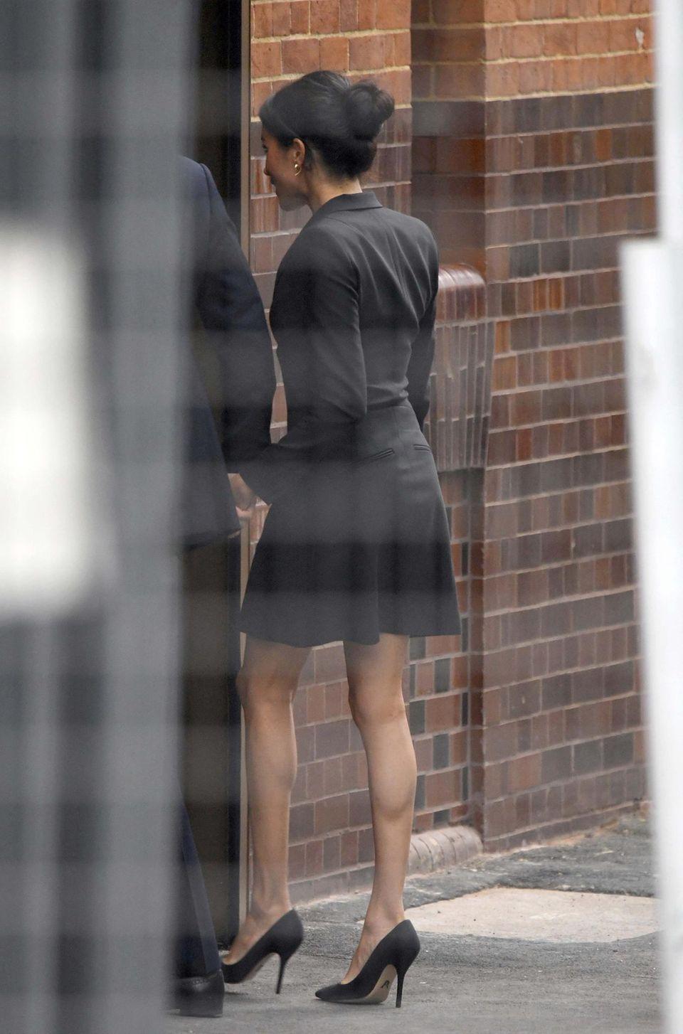 Herzogin Meghan: Was die Queen wohl zu diesem knappen Outfit sagt?