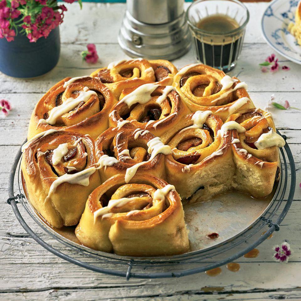 Hefe-Pflaumen-Schnecken mit Vanillecreme