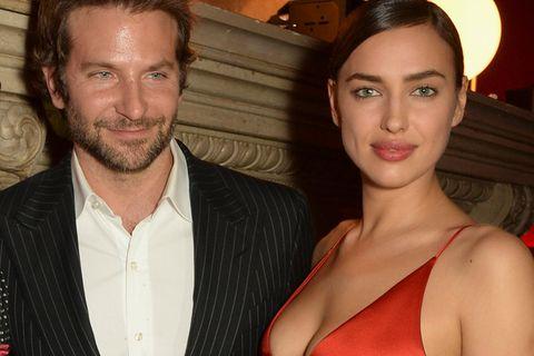 Hier führen Bradley Cooper und Irina Shayk ihre Tochter an der Leine