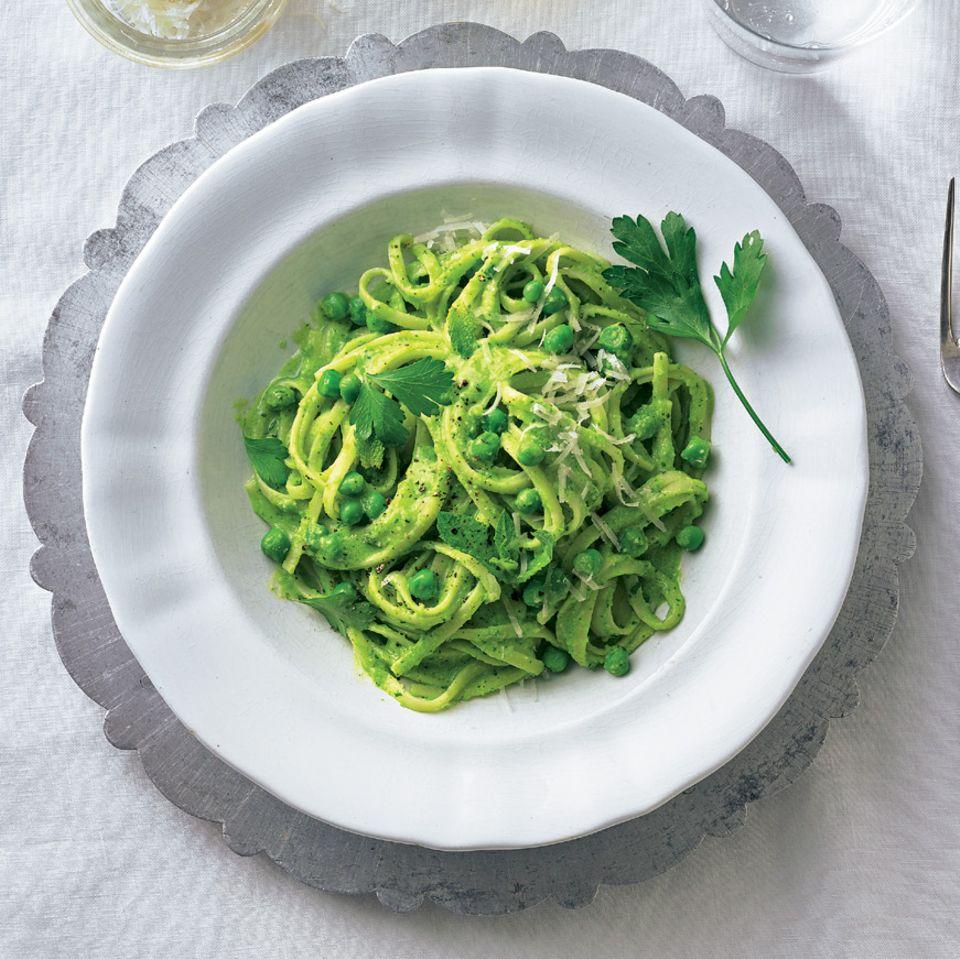 Linguine mit Kräuter-Erbsen-Pesto