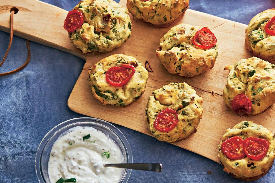 Tomaten-Muffins mit Ziegenkäse-Dip