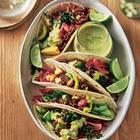 Tacos mit Hack, Avocado und Erbsencreme