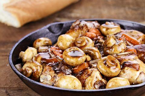 Pilzeintopf mit Nüssen und Koriander