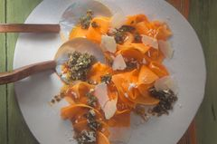 Kürbis-Carpaccio mit Kürbiskern-Pesto