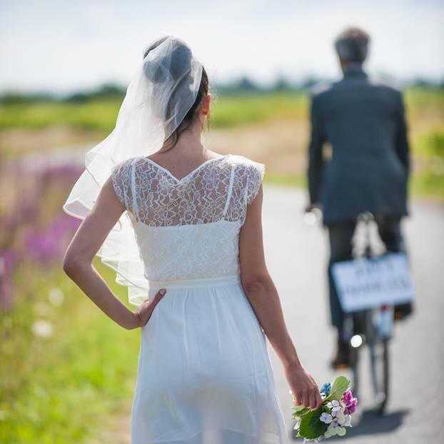 Learnings aus gescheiterter Ehe: Bräutigam fährt seiner Braut auf Fahrrad davon