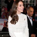 Herzogin Kate posiert auf dem Roten Teppich