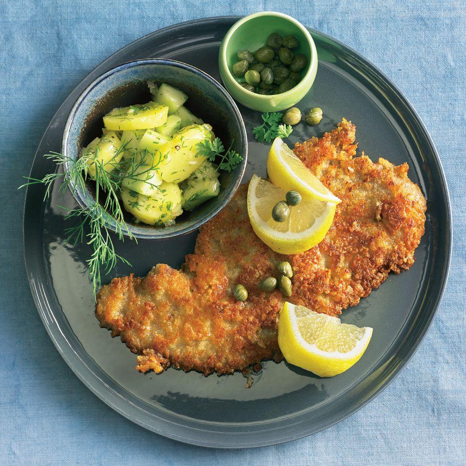 Parmesan-Schnitzel mit Kartoffel-Dill-Salat