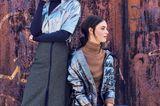 Frauen mit silbernen Jacken