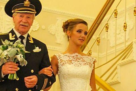 Russe (87) lässt sich von Ehefrau (27) scheiden: Der Grund sorgt für Empörung!
