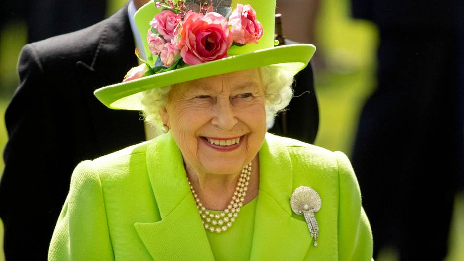 Die Queen lächelt für die Fotografen