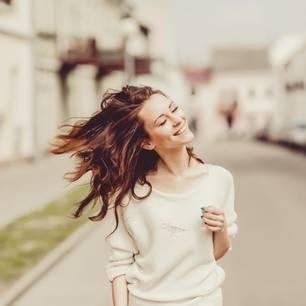 Haarwuchsmittel: Frau mit langen Haaren