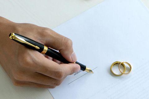 Ehevertrag nachträglich aufsetzen: Schreibende Hand