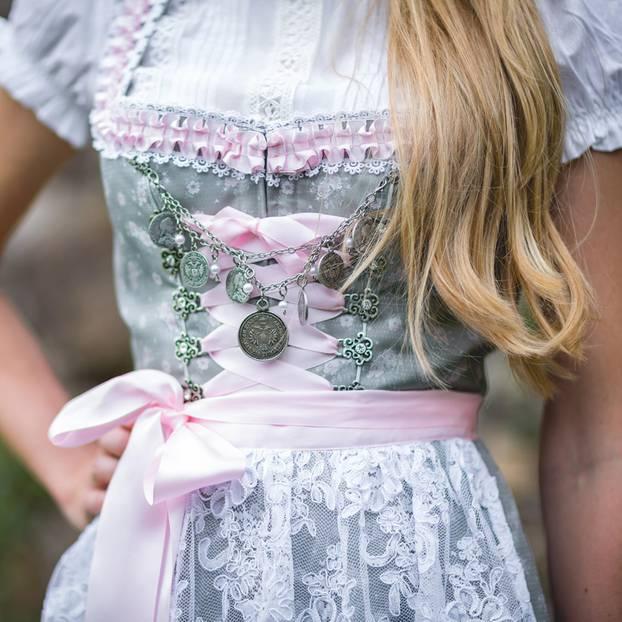 Dirndl Richtig Tragen Tricks Fürs Wiesn Outfit Brigittede
