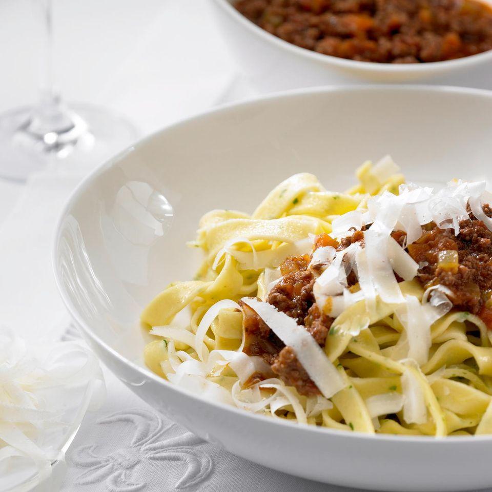Pappardelle mit klassischer Bolognese-Soße