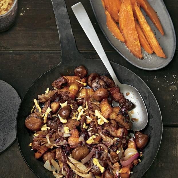 Gebrannte Makronen mit Schweinebauch und Süßkartoffeln