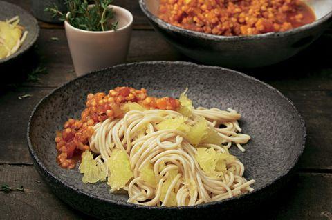 Kürbis-Spaghetti mit Linsen-Bolognese