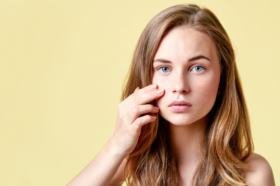 Neurodermitis im Gesicht - diese Pflege lindert Rötungen und Juckreiz