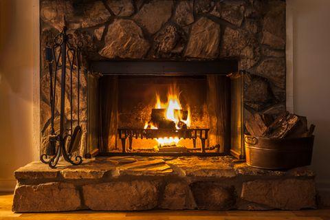 Kamin reinigen - Feuer im Kaminofen