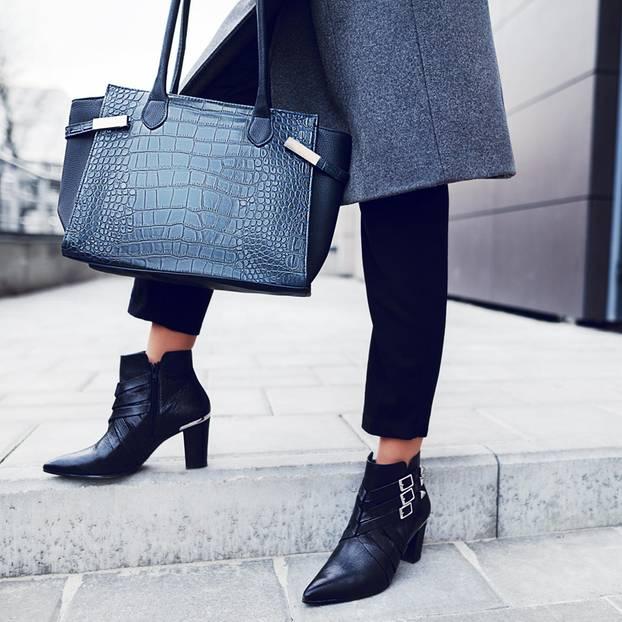 Waden kaschieren: Frau mit Ankle Boots