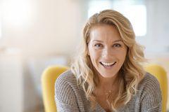 Anti-Aging-Wirkstoffe: Retinol, Vitamin C, Q 10 – was hilft gegen Falten?
