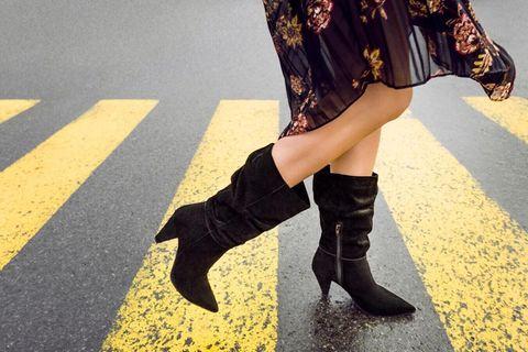 Cone Heel Boots: Frau mit Stiefeln